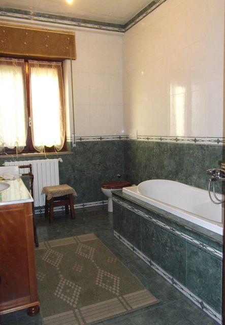 Pin bagno piastrellato piastrelle colorate e decorazione - Ricoprire piastrelle bagno ...
